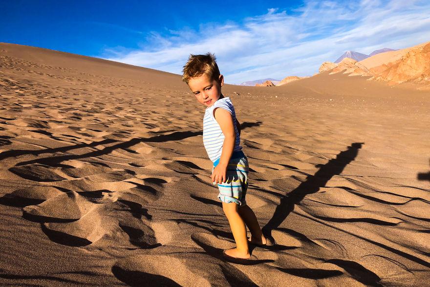 這個3歲的男娃是年紀最小的「人生勝利組」 你還在存錢的時候...他已經「環遊世界」