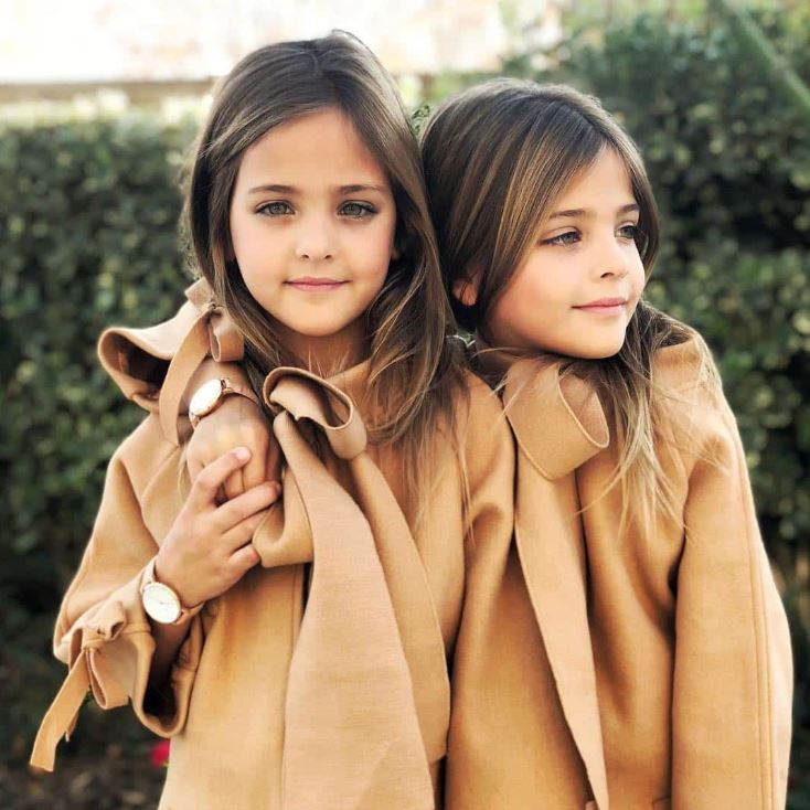 全世界「最美雙胞胎姊妹」身材超驚人 但「媽媽的顏值」竟然比女兒還犯規