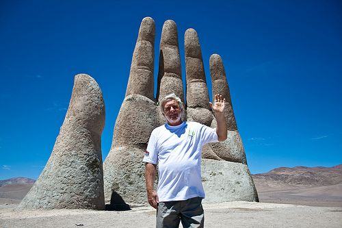 如來神掌真的存在?27年前荒涼沙漠竟冒出「神秘巨手」 11公尺高誕生秘密曝光了