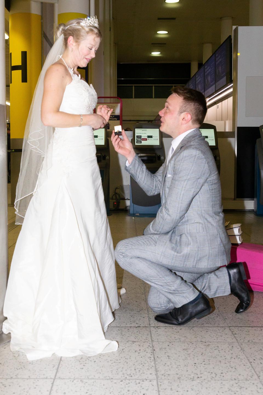 第一次見面就辦婚禮!小夫妻和2位「同名前男友」住一起 她:他們的感情非常好~
