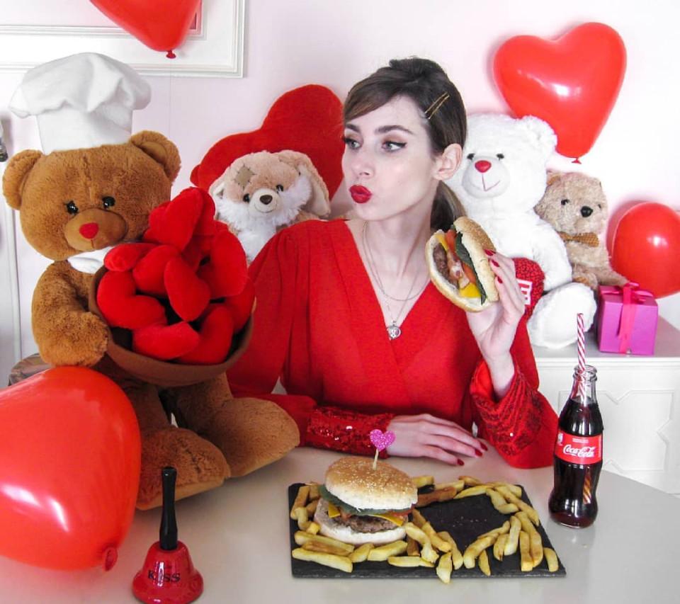 13個「怕沒人知道她男友超有錢」的高調曬恩愛網美 情人節秀「名牌紙袋」是基本!