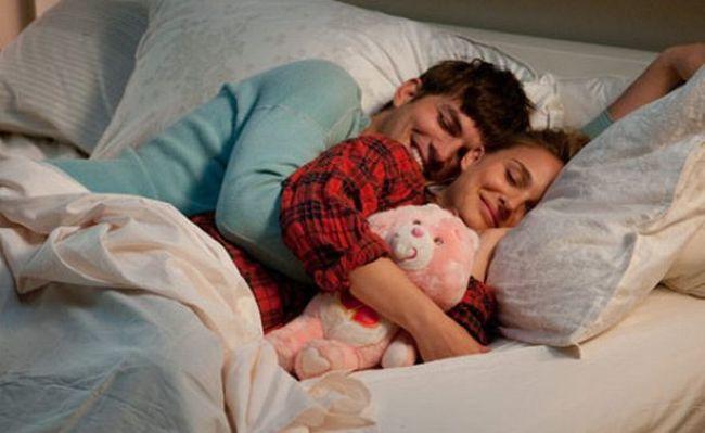 情侶必買的「拱橋型枕頭」上市 試過的男友都說讚:手臂終於自由了QQ