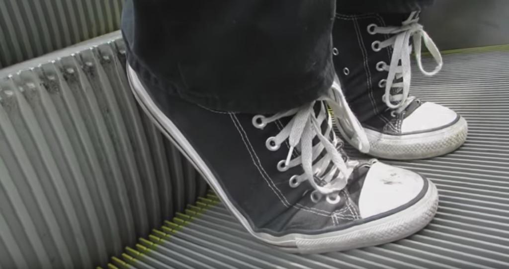 白目YouTuber發現「讓手扶梯緊急煞車」的方法 超壞的惡作劇就開始了!