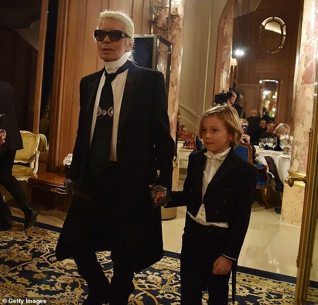 85歲老佛爺到天堂當時尚天使 2億財產將全歸他最寵愛的「11歲男孩」?
