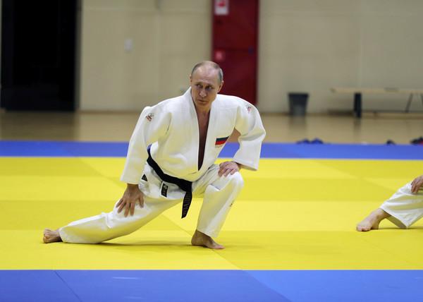 普丁找奧運銅牌女選手練習 瞬間被「翻轉壓地上」...趕快叫人封鎖全部照片