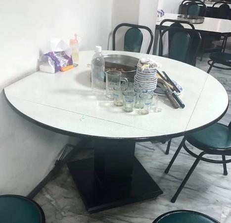 餐飲業最有感!客人吃飽後職業病大發 老闆娘走進被「餐具擺陣」嚇到愣住