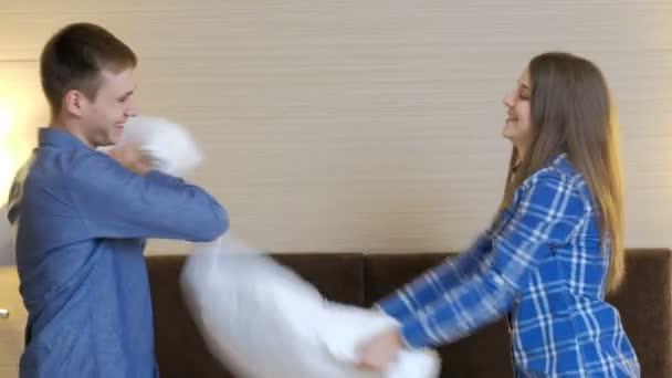 激戰結束女友卻把「小雨衣偷走」 男友被「往裡面倒」的畫面嚇到崩潰:這犯法了吧!