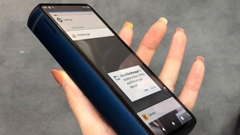 廠商推出「可以跟3310比長壽」的新手機 側面的厚度網友看傻:還可以防身?