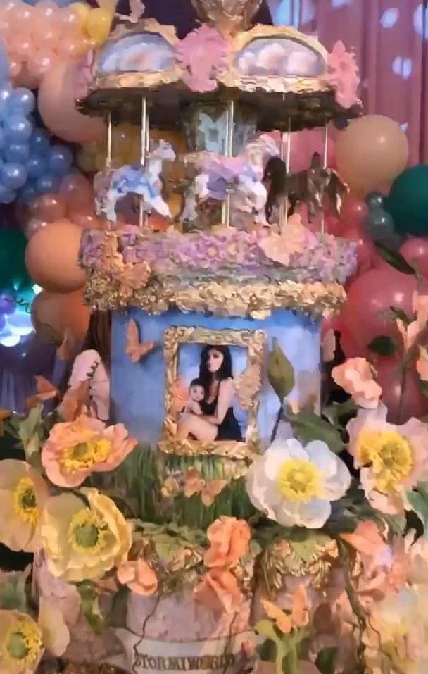網紅為了幫女兒慶生「直接蓋一座遊樂園」 賓客全傻眼:她把「動物園」搬過來...