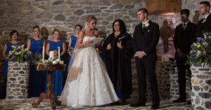 婚禮時她叫新郎前女友「站出來」全場嚇壞 直到「新娘說出心底話」...來賓都沉默了