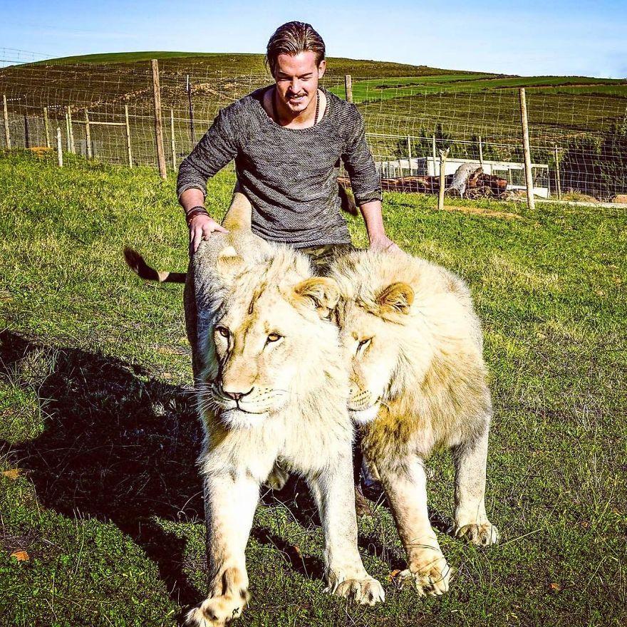 瑞士男放棄高薪金融業決定「擁抱動物一輩子」 他「超性感長相」根本就是沒變胖的李奧納多!