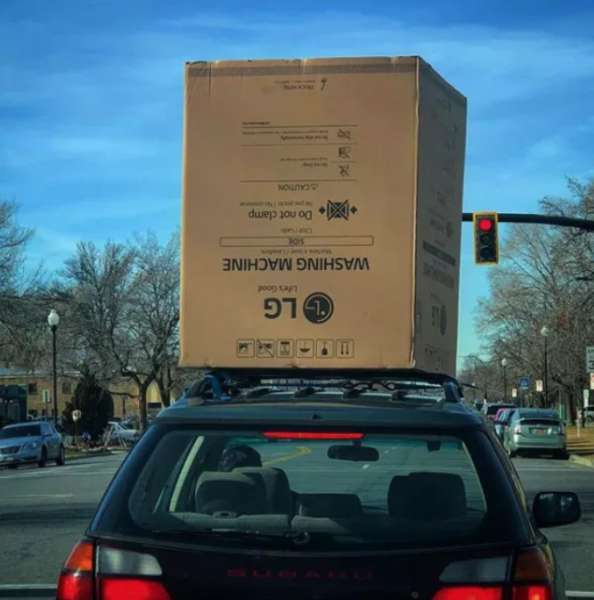 25張證明「三寶病已經蔓延全世界」的驚恐照 駕駛「把腳放窗外」網友傻眼:誰踩煞車?