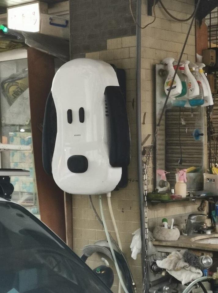 超愛史努比!水電工自改「史努比熱水器」 網爆他車子、機車更狂:全都Snoopy
