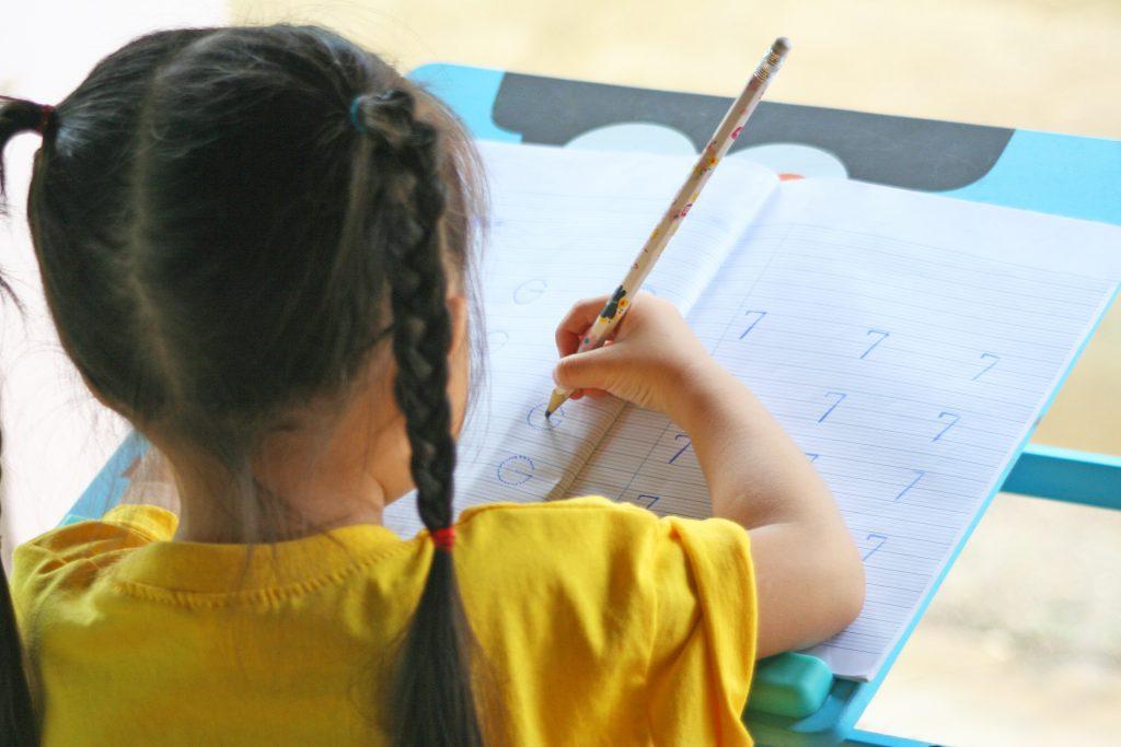 小五生考85分竟排名倒數第2!老師蓋「藍兔兔」惹眾怒 網直言:人格發展會扭曲