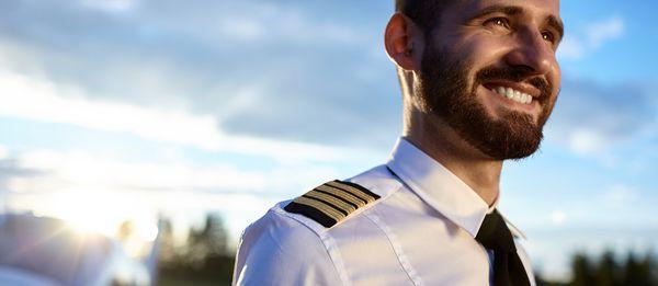 志氣弟國小夢想「長大後想開飛機」被同學笑 30年後老師在「機上廣播」聽到他真的圓夢!