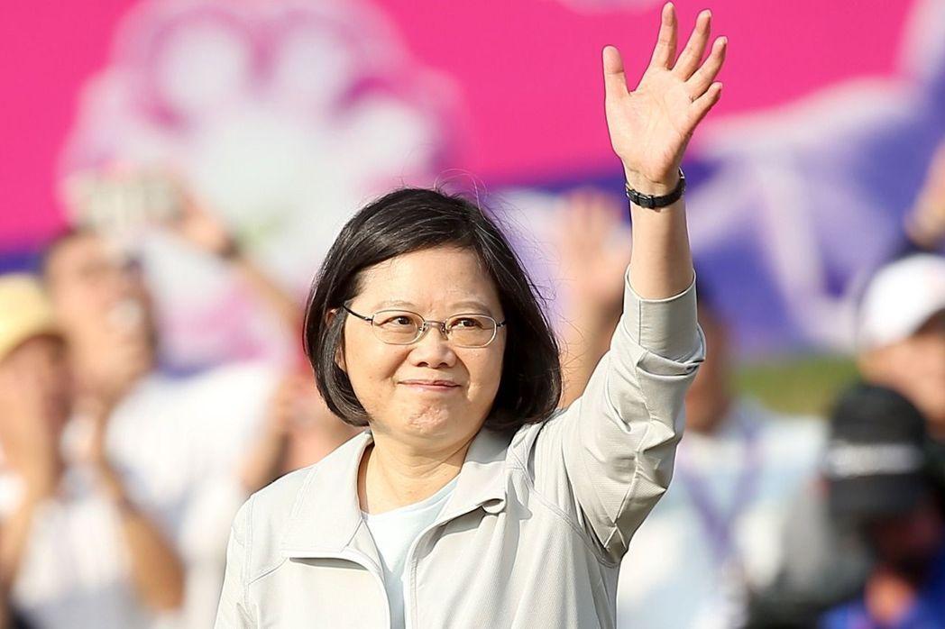 「台灣已擺脫22K低薪!」他列出「蔡英文17條關鍵政績」網驚:沒選錯人