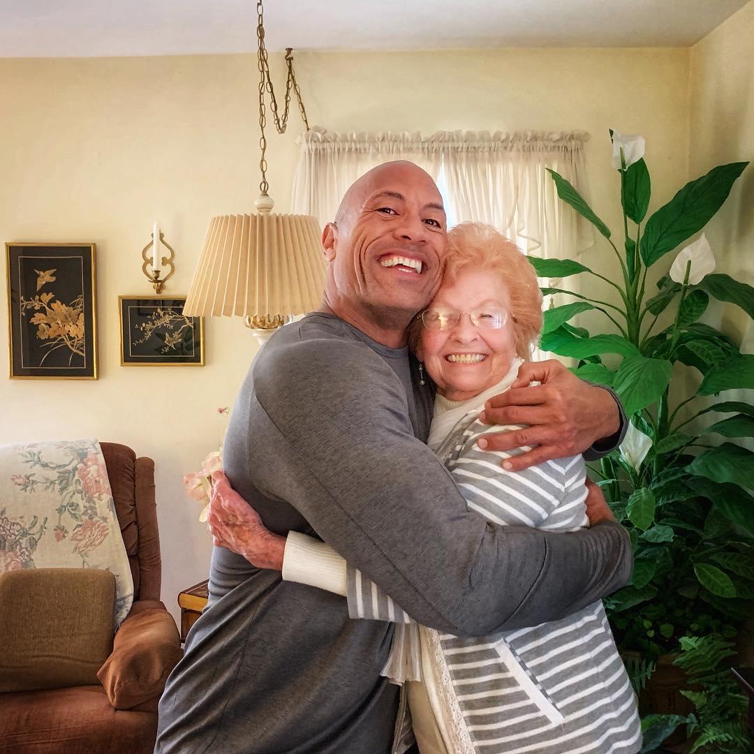 巨石強森因為一張IG照片「演藝生涯陷入危機」 網友再也不愛他:滾回你的舒適圈!