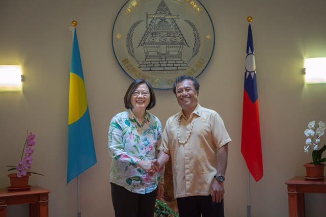 蔡英文出訪被酸「灑錢做外交」 她不爽回嗆:出錢是台灣的責任和義務!