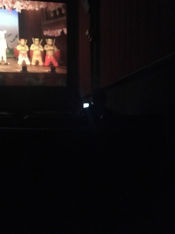 32件讓你在內心「把祖宗十八代都罵完」的惱怒事情 白目媽看電影時放「佩佩豬」給孩子看!