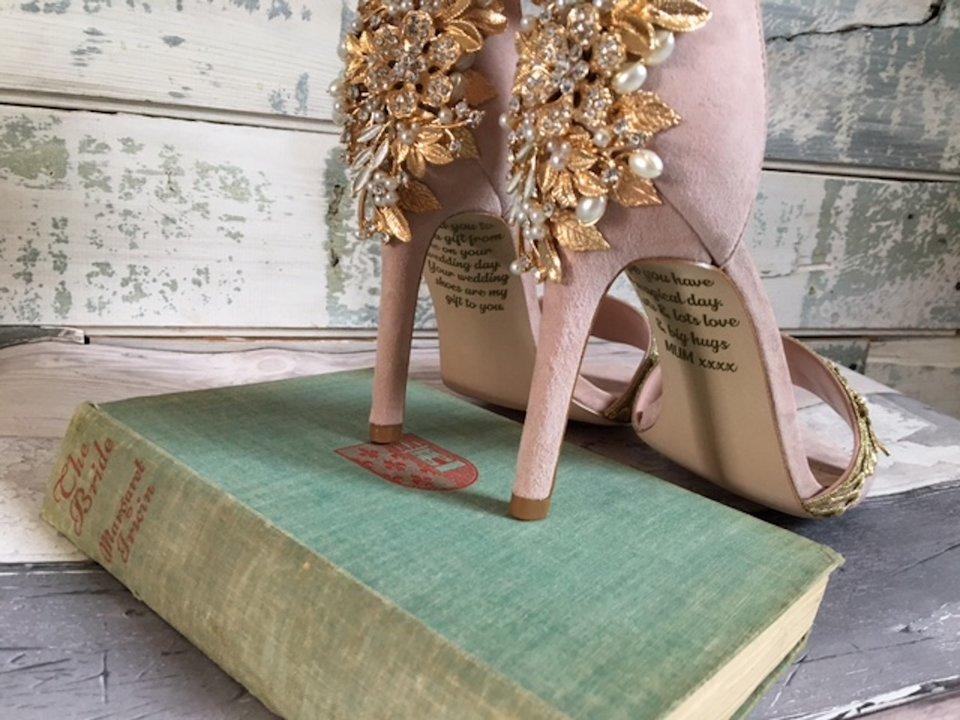 新娘媽來不及參加婚禮就離世...她收到「媽媽從天堂寄來的婚鞋」發現最後秘密淚崩!