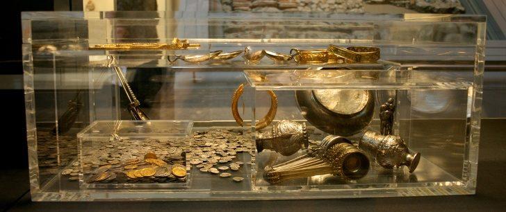 10個「讓人睡一覺就變百萬富翁」的超平凡物品 鯨魚的嘔吐物竟然是黃金!