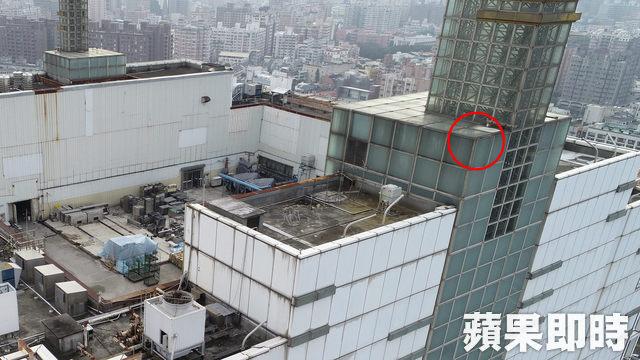 網美硬闖「21樓禁區」拍懸空照「差點變亡美」 SOGO不忍了:可以吉!