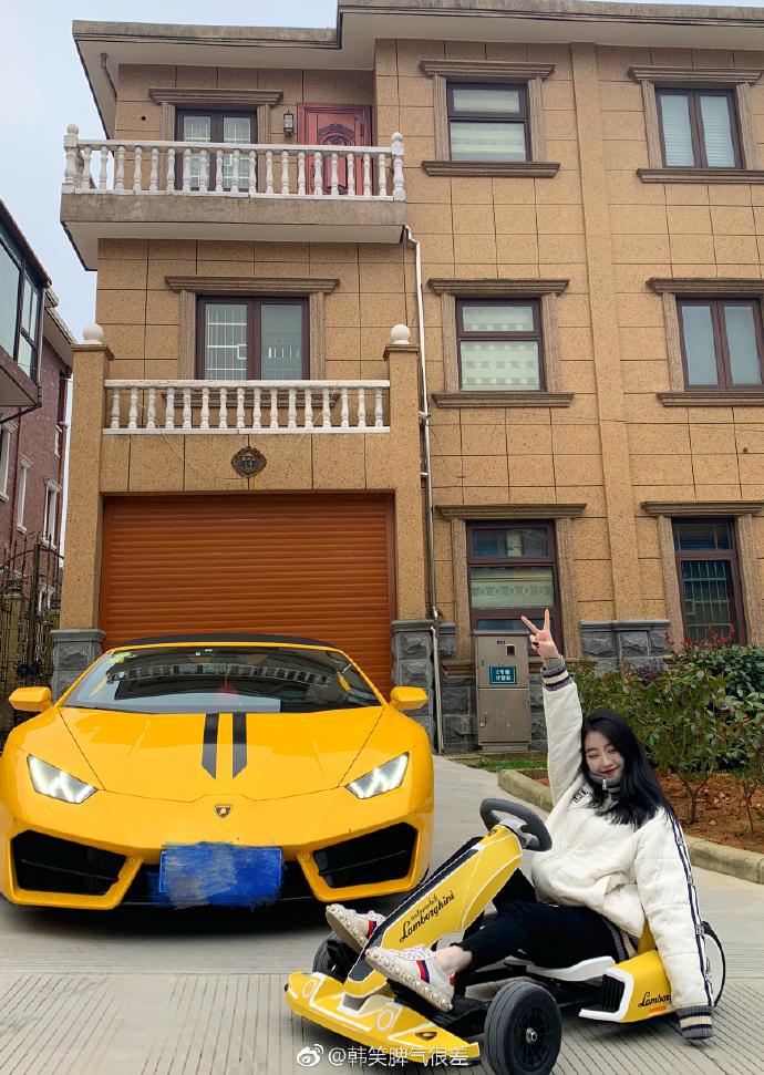 24歲千金炫富「零用錢有7位數」!媽媽送「一條街」當禮物 網友無言:她爸背景超硬...