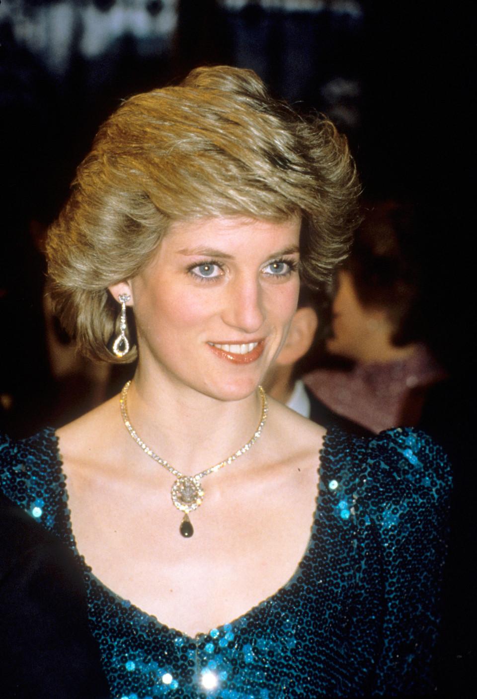 卡蜜拉出席老公的重要活動故意戴「黛安娜的珠寶」 網友狂批:這樣宣示主權很噁心!