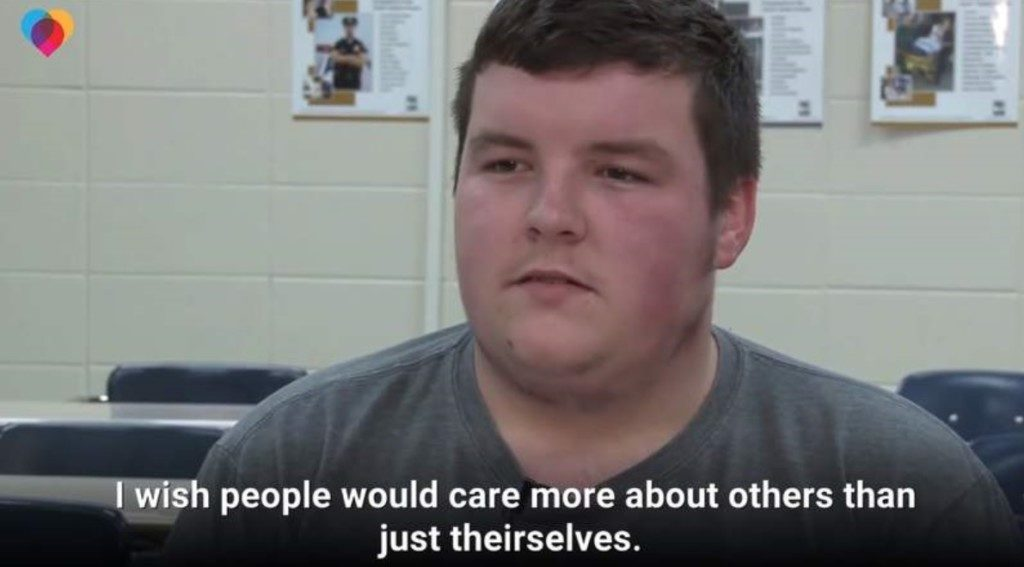 高中暖男「下課就瘋狂打工」從不亂花 存2年錢「買電動輪椅送朋友」原因簡單到讓人想哭