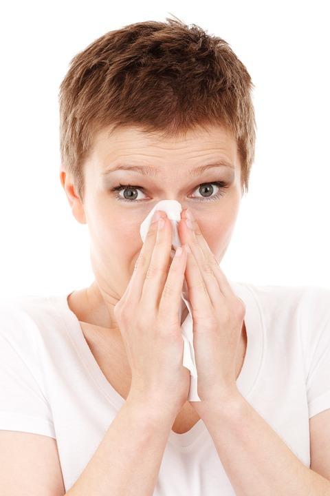 美醫師建議挖鼻孔後「順便吃掉鼻屎」能提升免疫力 掉地上食物也不要放過!