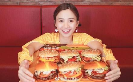 大胃王正妹打破「吃不胖傳說」 月吃9萬「變月亮臉大媽」網嘆:世界是公平的!