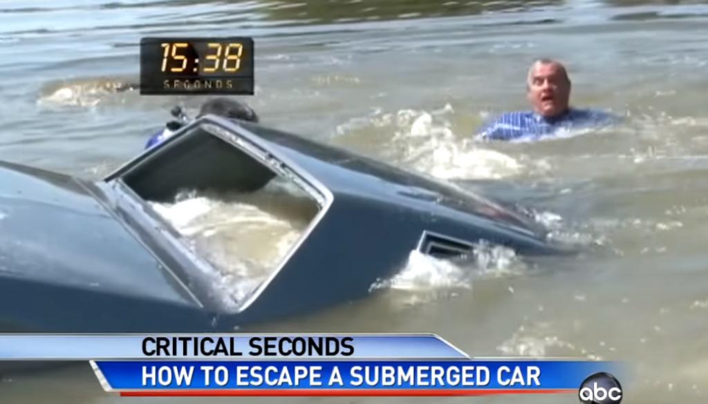 開車掉進水裡怎麽辦?專家分析「黃金30秒」一定要做2件事 車上一定要放錘子!