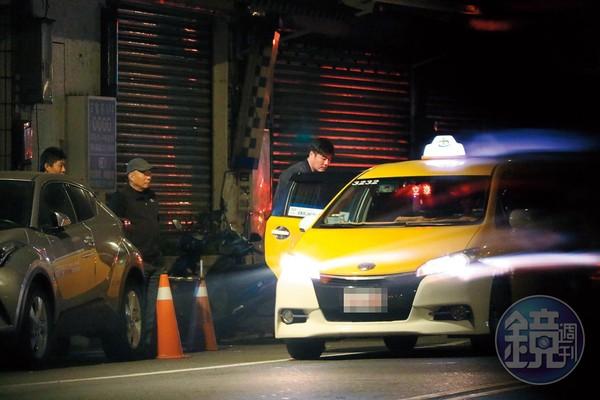 目睹劉至翰路邊被辣妹「擁抱牽手」 前妻心碎路邊大哭...最後還是送他回家