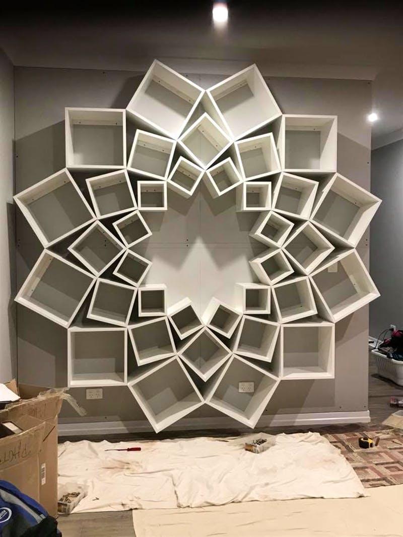 神手夫妻為孩子DIY「大型漂浮書櫃」直接讓書房變身「夢幻圖書館」