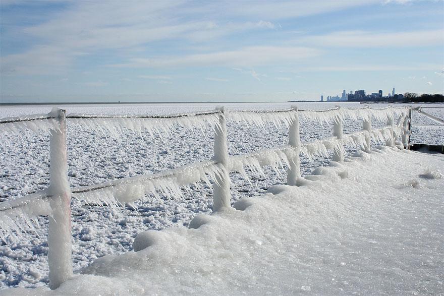 最像科幻片的冰湖!春天限定出現「花一樣的鱗片漩渦」...根本《冰雪奇緣》艾莎魔法❤