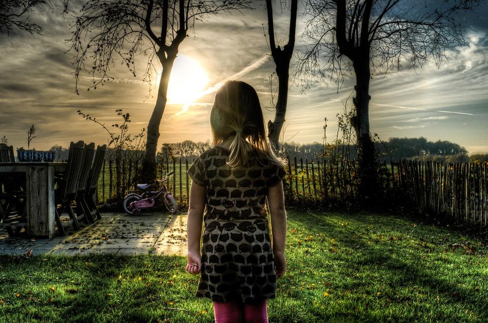 9歲女兒存錢買「友誼項鏈」送好友 綠茶妹卻貪心「想要更貴的東西」…她直接切8段反擊!