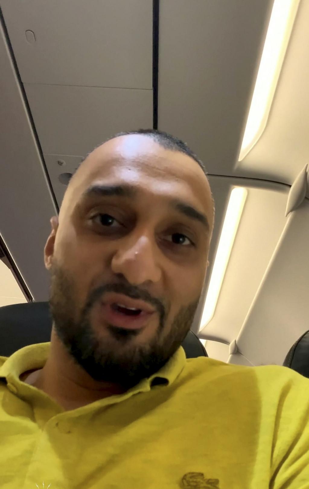 他在飛機上「做大事」不到10分鐘 空少直接破門看光光...他暴怒:便秘也有錯?
