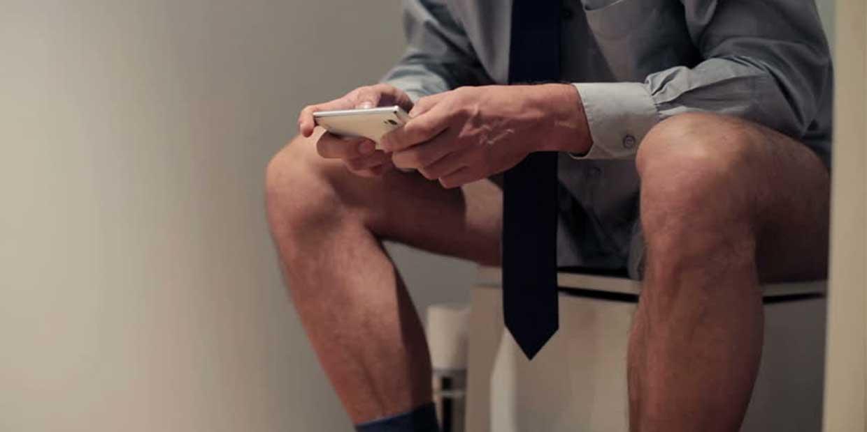研究發現男人1年「花7小時在廁所」!原因讓網友沉默了:另一半要負很大的責任