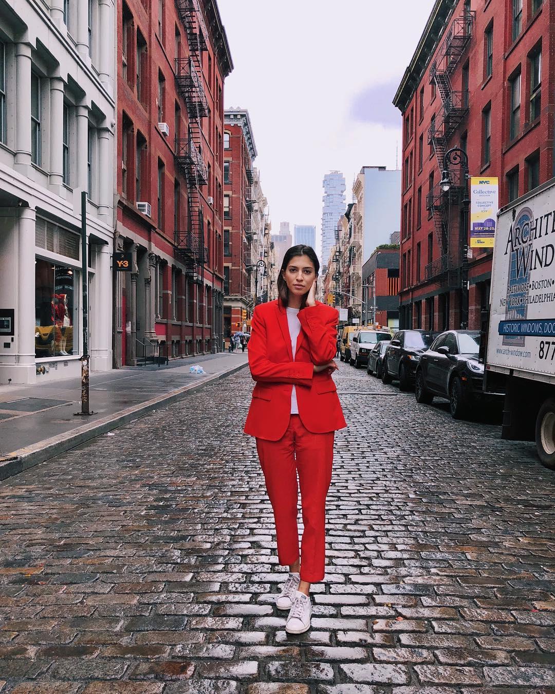 她挑戰「同一件衣服穿2個月」每天拍照上傳 畫面讓網友驚豔:我們的購物態度都錯了