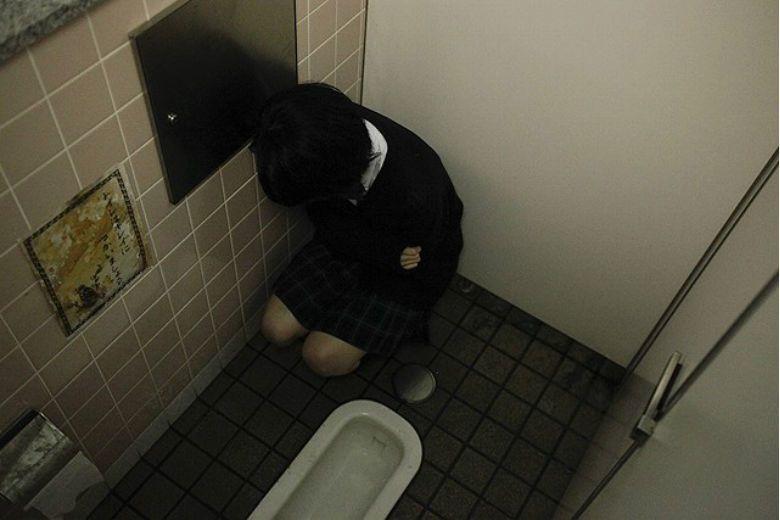 帶2萌娃到速食店上廁所 弟弟狂指角落「祂一直看我們」網崩潰:怎是這家...