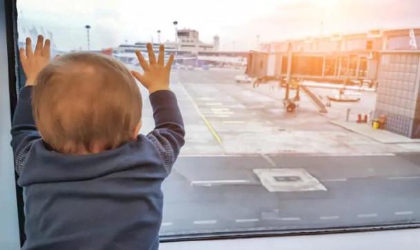 飛機才剛起飛「機長突然喊掉頭」 乘客聽完「粗心媽的傻眼理由」全嚇呆:寶寶忘了帶...