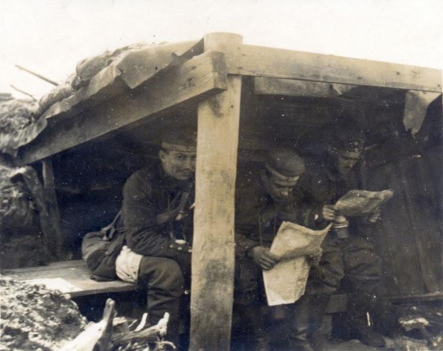 出征中肚子在滾怎麼辦?一戰士兵「蹲馬桶」超克難 違反軍紀還得「睡裡面」...