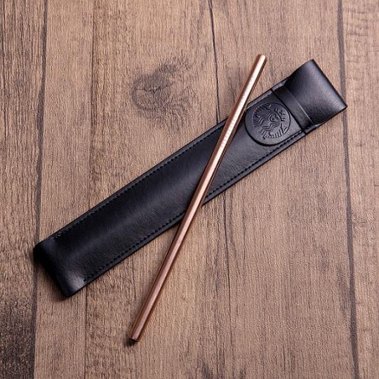 星巴克推出超美「鋼琴黑吸管」鈦合金高質感 星粉看到「玫瑰金」暴動:兩色都得包!