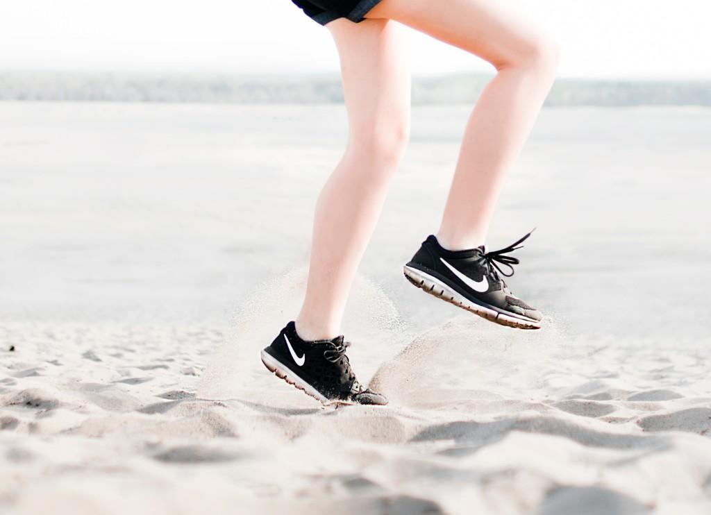 牛津大學研究指出「運動比金錢更讓人快樂」 網酸爆:窮過才笑不出來!