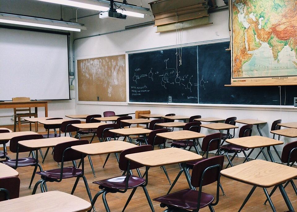 日高中「6個最獵奇校規」被批超不文明 上課只准「打3個噴嚏」超過老師就翻臉!