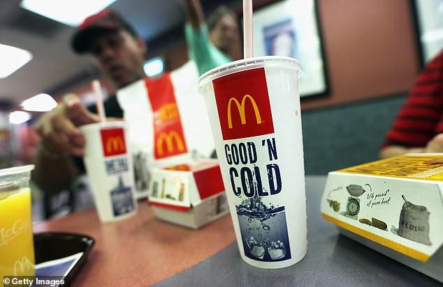 麥當勞「改用紙吸管」奇怪口感超詭異 4萬網友聯署抗議:我只想好好喝奶昔!