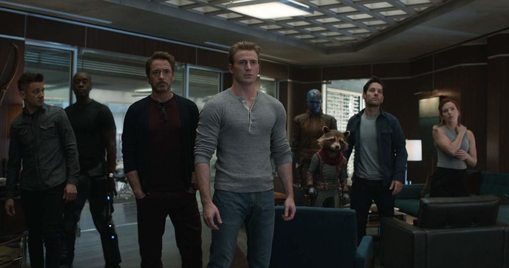 白目男在戲院門口「爆雷《復仇者4》重點劇情」 被火大影迷「強制閉嘴」網友歡呼:活該!