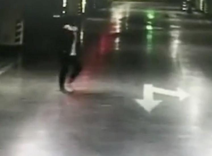 情侶吵架想砸車...卻「忘記男友開哪台」!女子「超狂報復法」網看呆:12個人的心碎