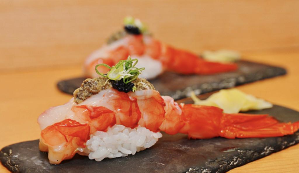 網疑惑「為什麽握壽司都是2個一組?」 專家出面揭露「歷史秘密」:去神社就知道了!
