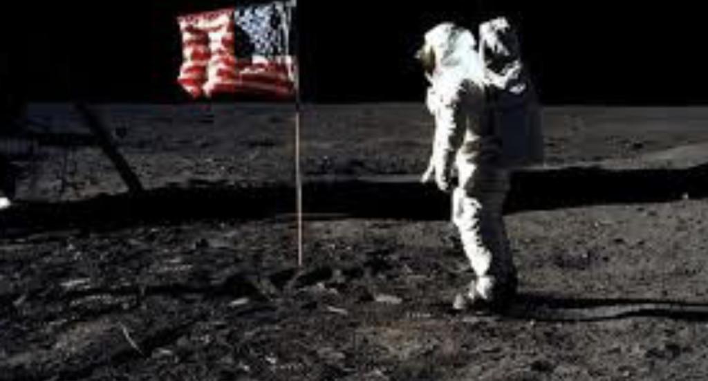 美國當年「插在月球的旗幟」還在嗎?科學家公開「早已消失」真相...網驚:月球真的太危險